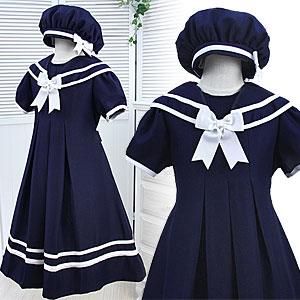 セーラー襟の半袖ワンピース